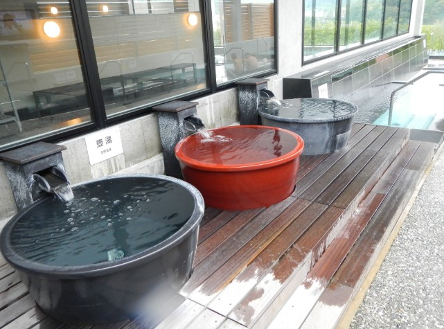 大浴場はつぼ湯もあるなど広い浴場でした