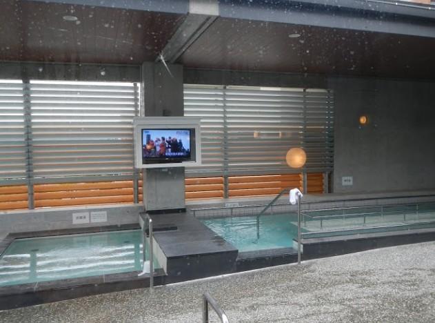 露天風呂のテレビ