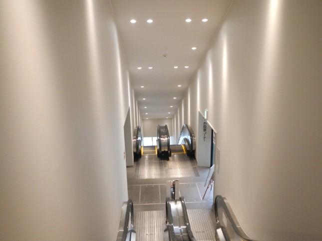 ホテルの上にあるのでエスカレーターで上階へと向かいます