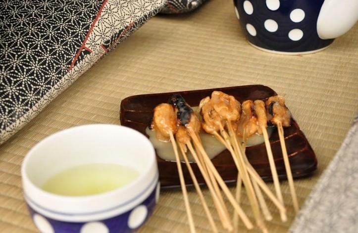 京都の今宮神社といえば名物の「あぶり餅」