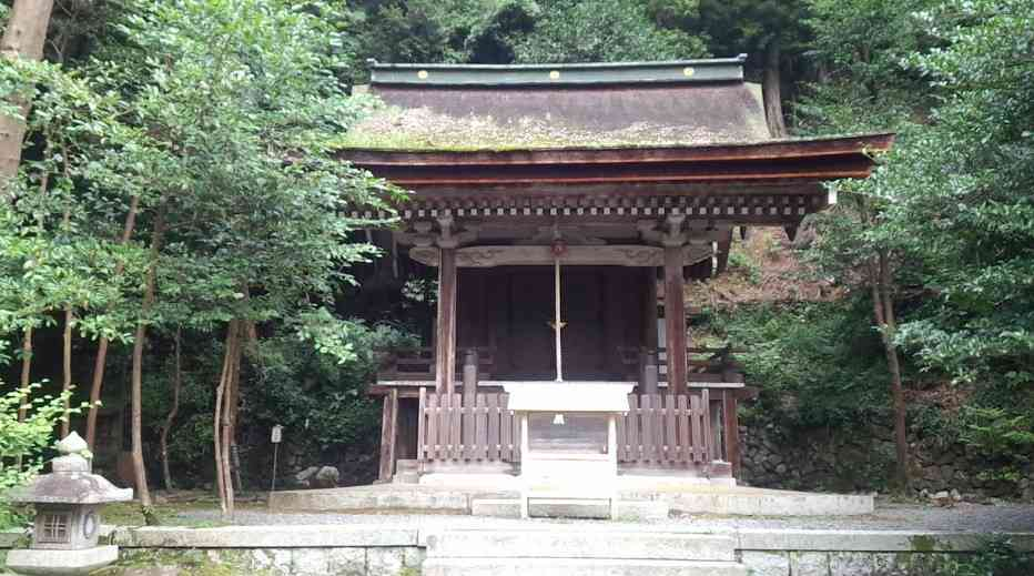 現在の拝殿は江戸時代のものです