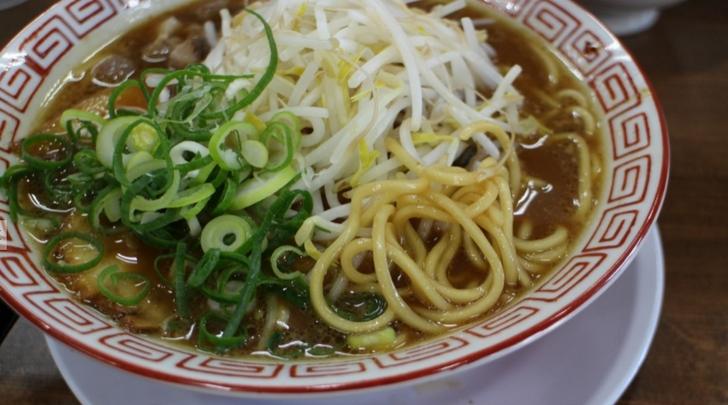 麺は近藤製麺の中太ストレート麺