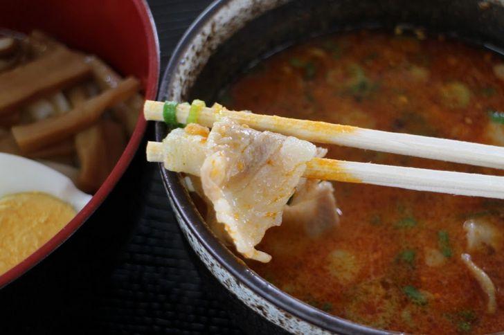 スープの中には豚肉