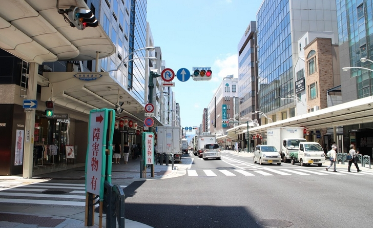 新生!京都・四条通