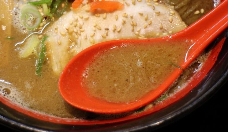 スープは魚介ベースの濃厚スープでした
