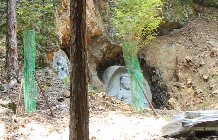 京都の山中にいきなり現れる石仏群