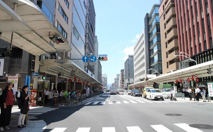 京都のビジネス街「四条烏丸」の様子