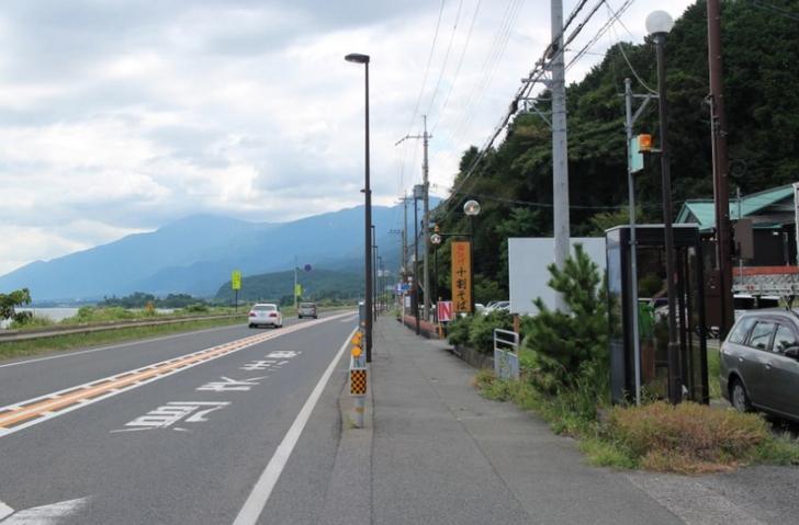 店前から京都方面を見た写真