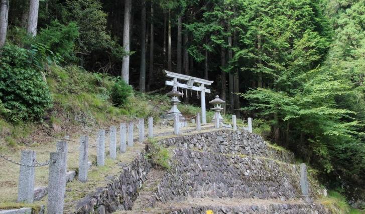 金比羅神社 とんでもない悪路でしかいけない神社