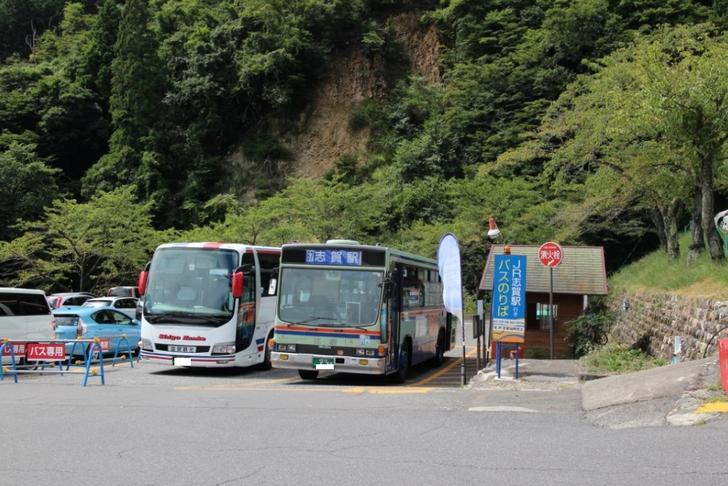 バスはここで降ります。