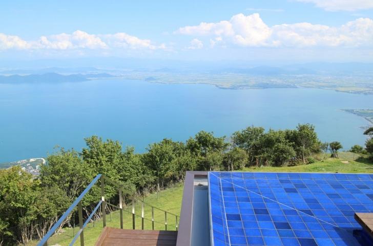 びわ湖テラスは1000メートルの高さから琵琶湖を一望できる絶景スポット