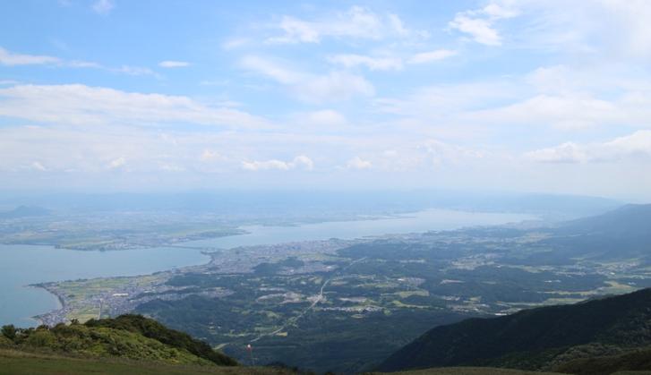 琵琶湖の南端(大津市)が一望できます