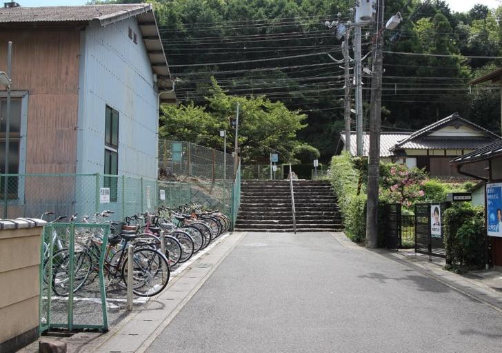市原駅の無料駐輪場に停めて叡電で行く手もあります