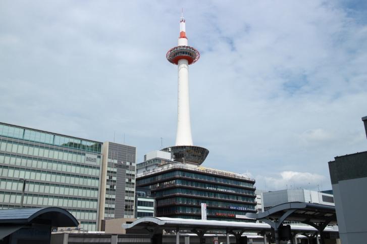 JR京都駅から地下鉄「烏丸線」を使います