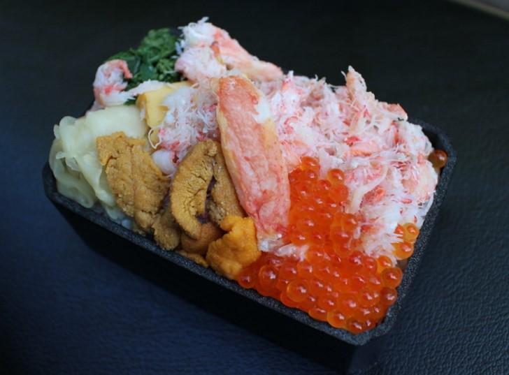 小樽三角市場「あい田」の三色丼