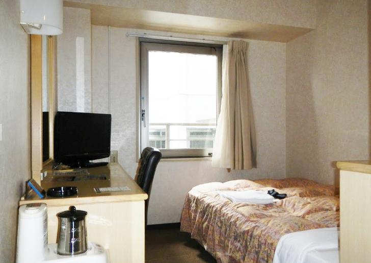 スーパーホテル大阪天然温泉は周囲がビルに囲まれていました