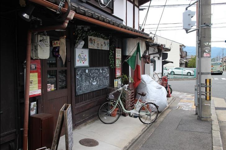 京都の長屋を使った店舗の「イタ麺 ポリクロモ」さん