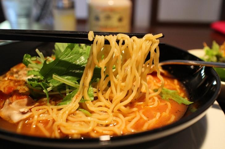 麺はオリジナル中華麺です