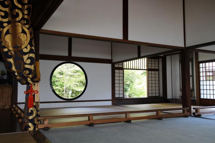 JRの広告で有名になった源光庵の窓