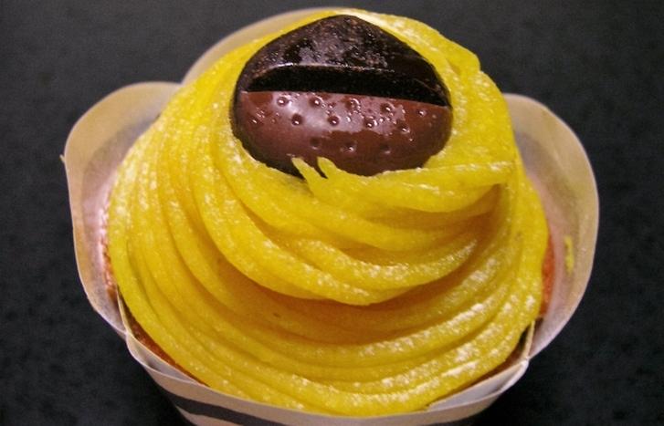 黄色いモンブランは栗の甘露煮からペーストをつくります