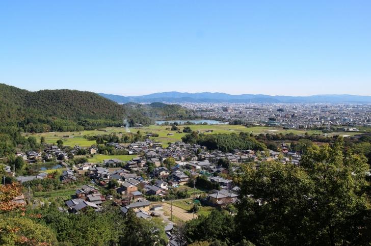 嵯峨天皇陵 広沢池や北嵯峨を一望できる紅葉スポット