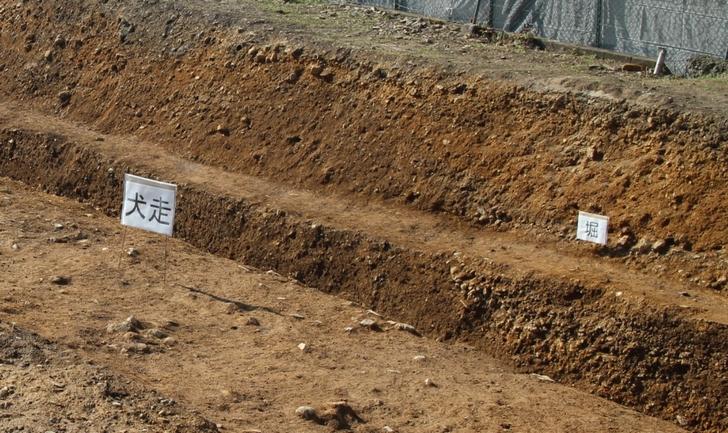 犬走りは堀の手前にある土が流れるのを防ぐ目的で造られました