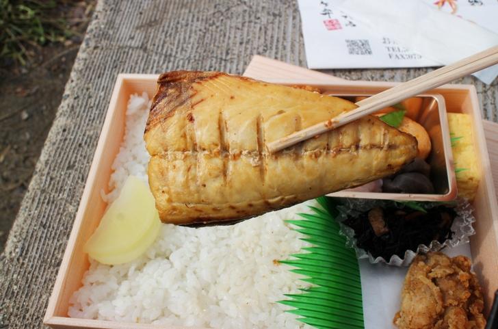 塩鯖(しおさば)は小骨がきちんと取られており食べやすいです