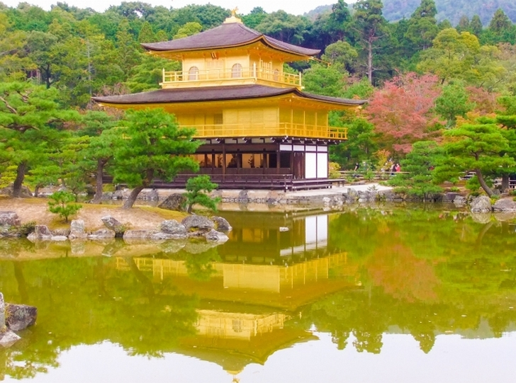 鏡湖池(きょうこち)に映る金閣