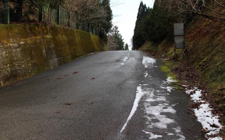 2016年の京都の初雪は1月4日(水)でした。ただしかなり標高の高い山奥で少しだけ降っただけです