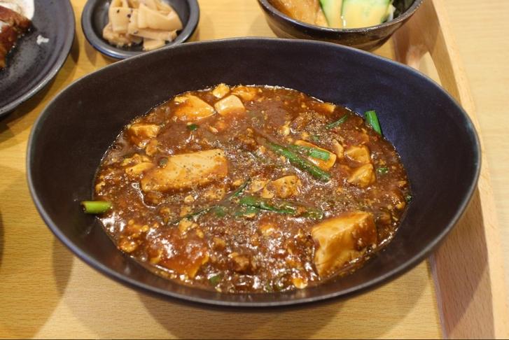 「信吾港町」で調理した四川麻婆豆腐