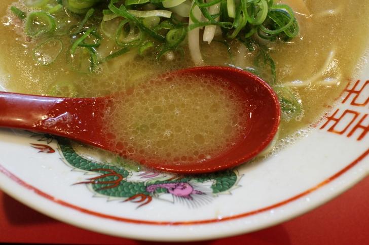 スープは濃厚でクリーミー、京都ラーメンを象徴するようなスープです