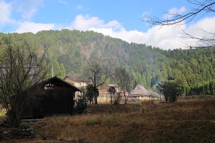 京都の田舎はすっかり冬模様 田舎なので大きい家が多いです