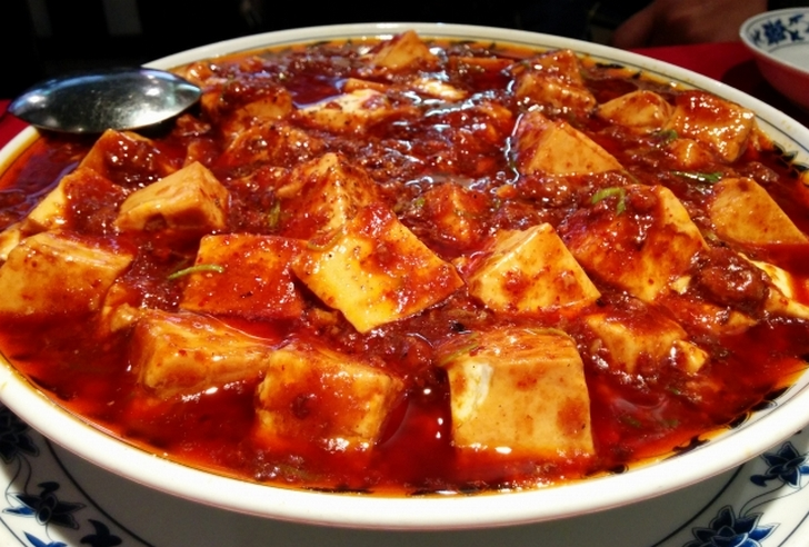 四川料理の麻婆豆腐には本来はニンニクの葉を入れます