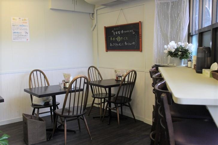 麺屋MIYAKO 店内はシンプルモダンで入りやすい感じです