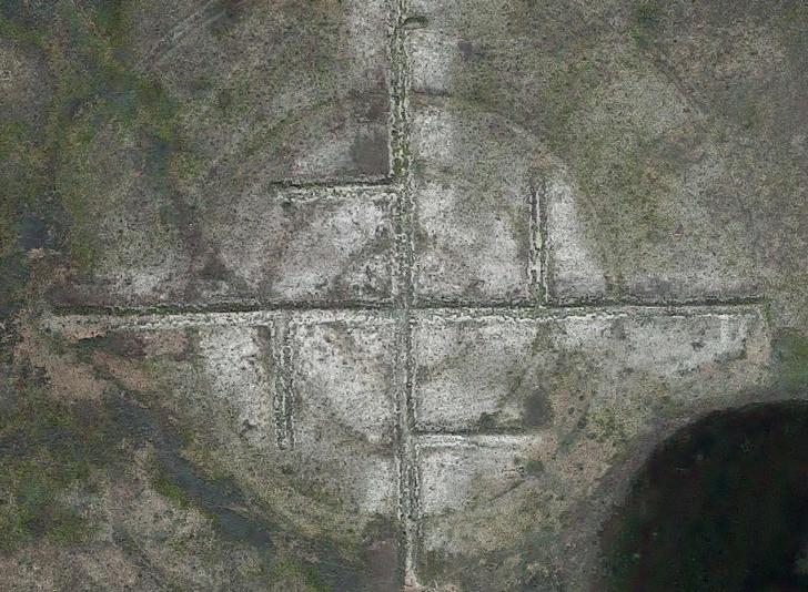 ニューメキシコ州ロズウェル近郊にある「巨大な卍の地上絵」はどこにある?