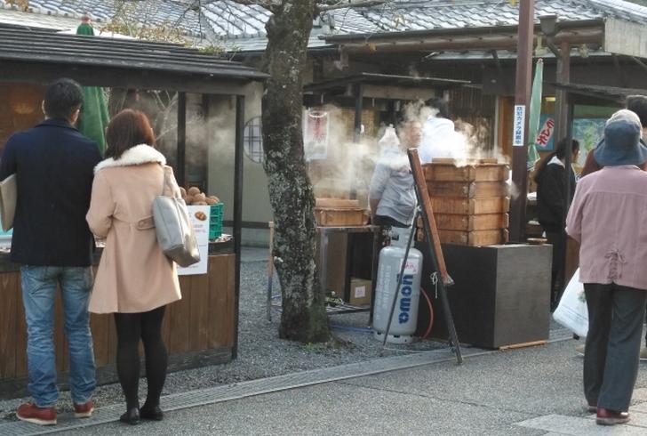 年末の京都は底冷えのする寒さで温泉に入りたい気分になります