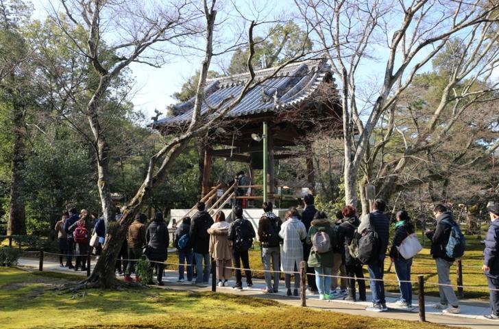金閣寺の鐘つき 2017年元旦の地元・京都で初詣