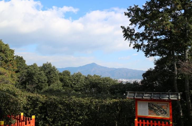 船岡山山頂なので、晴れている時は比叡山が見えます