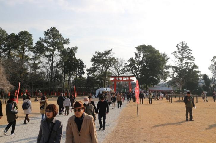 上賀茂神社は駅からのアクセスがよくないので混雑ではありませんでした