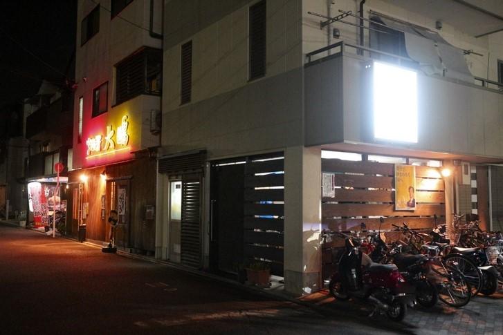 二条駅前からアクセスもよく住宅街の入り口にある四川中華の名店です