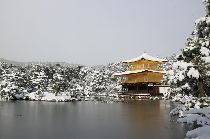 晴れてきた瞬間に撮影した金閣寺