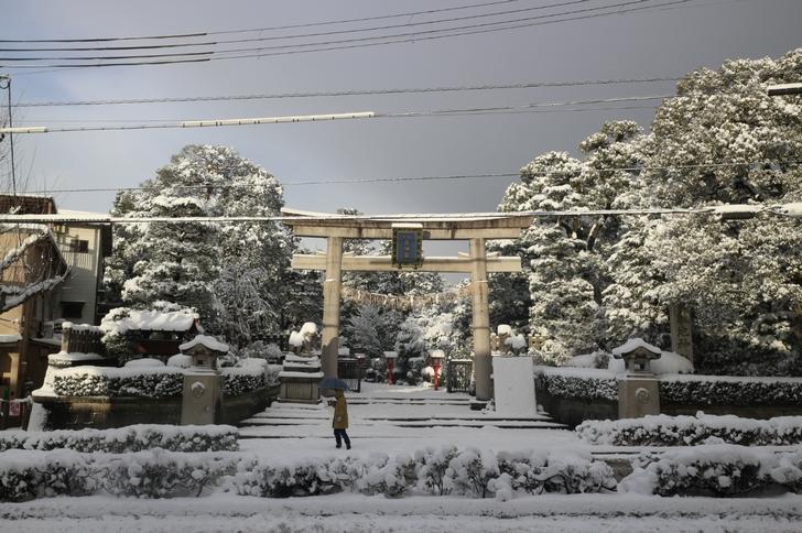 京都・わら天神前 西大路通は他の通りよりも除雪が少なく走りづらいとの声も