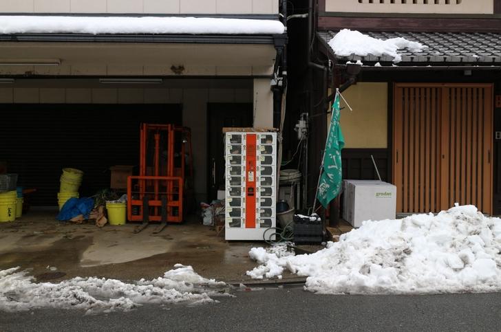 京都・鷹峯のセブンイレブン前にひっそりとある「すぐき」自販機