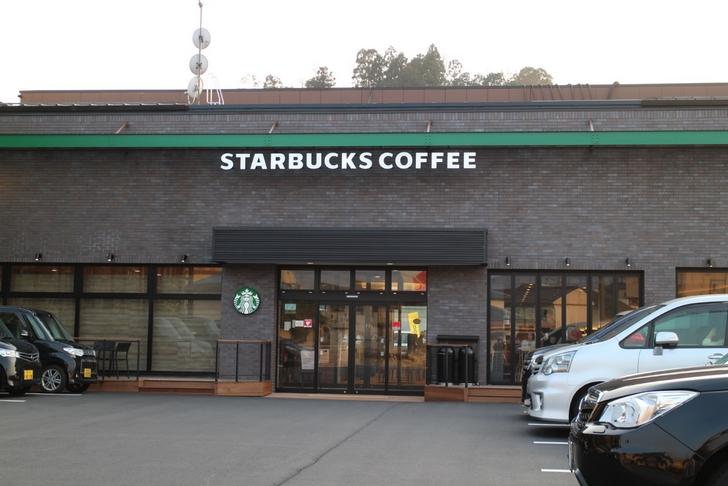 国道9号側から見た「スターバックス福知山AVIX店」
