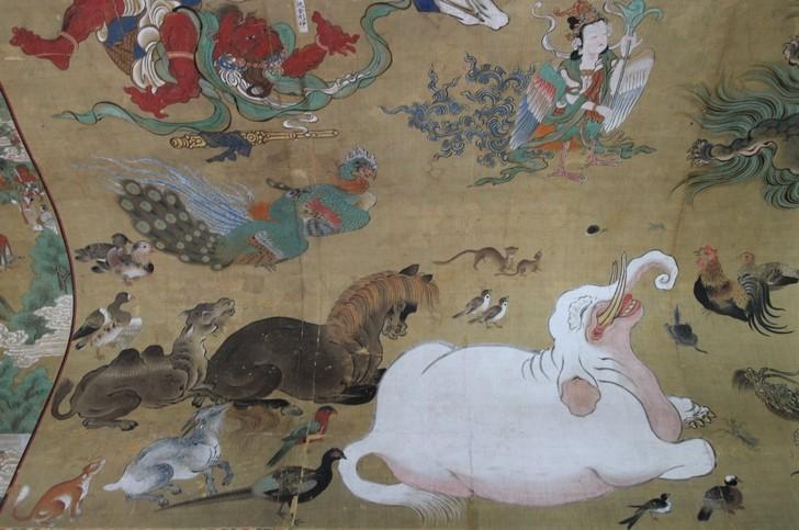 右下の白いのが象(ゾウ)です