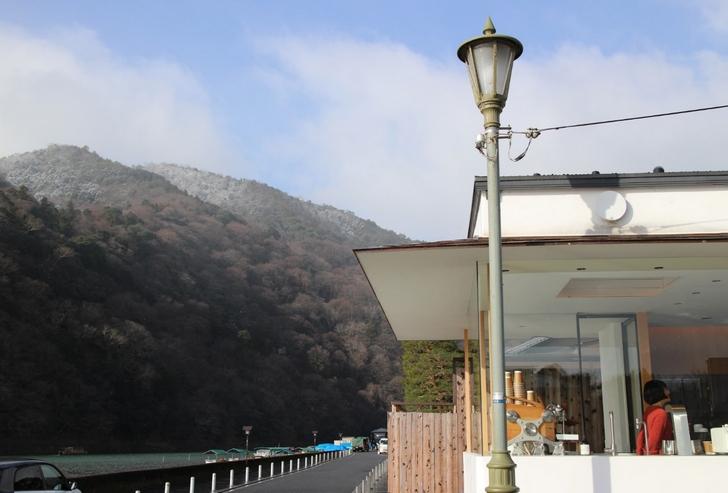 雪山を眺めながらの温かいコーヒーが良いのです