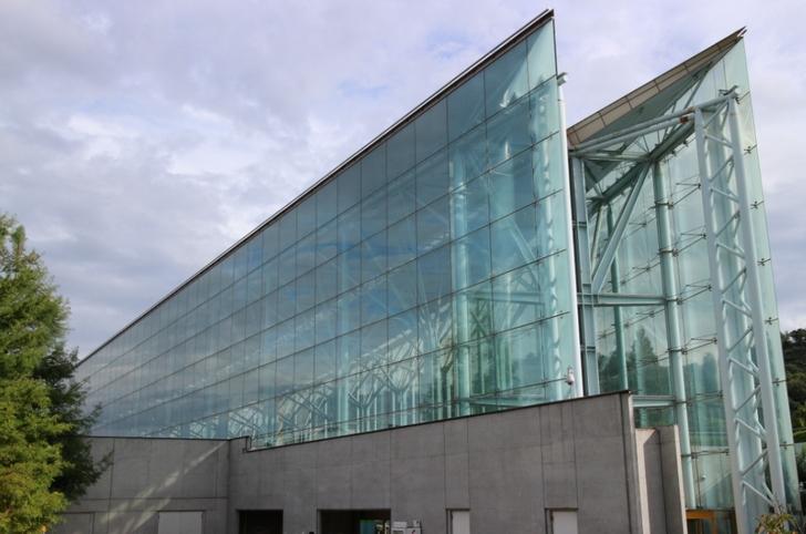 亀岡にある全面ガラスの建物といえば「ガレリアかめおか」