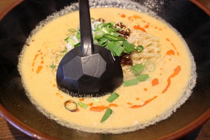 スープはかなり白いマイルドなものでした