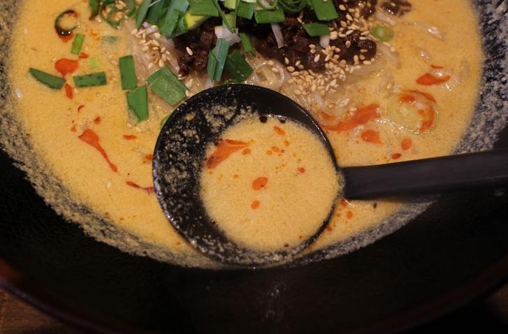スープはペースト感がありますが意外とサラッとしています