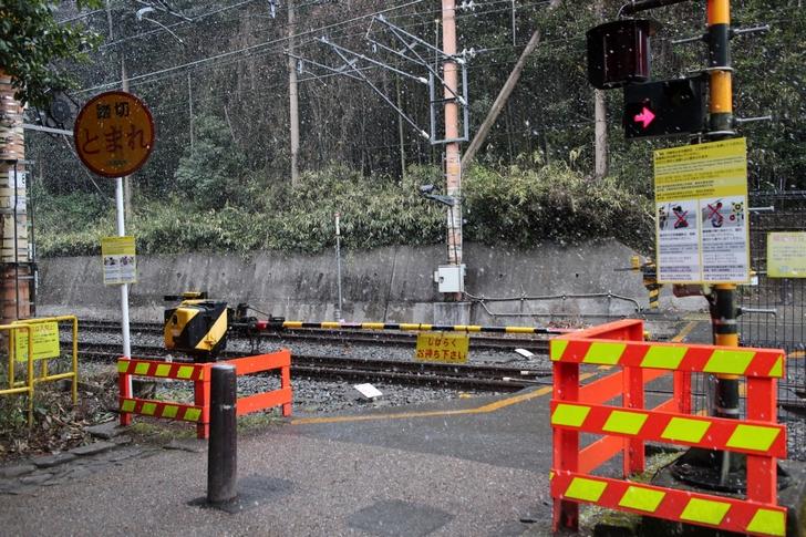 京都の観光地で多発する線路での危険撮影まとめ